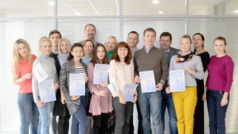 Вручение сертификатов о прохождении корпоративного тренинга